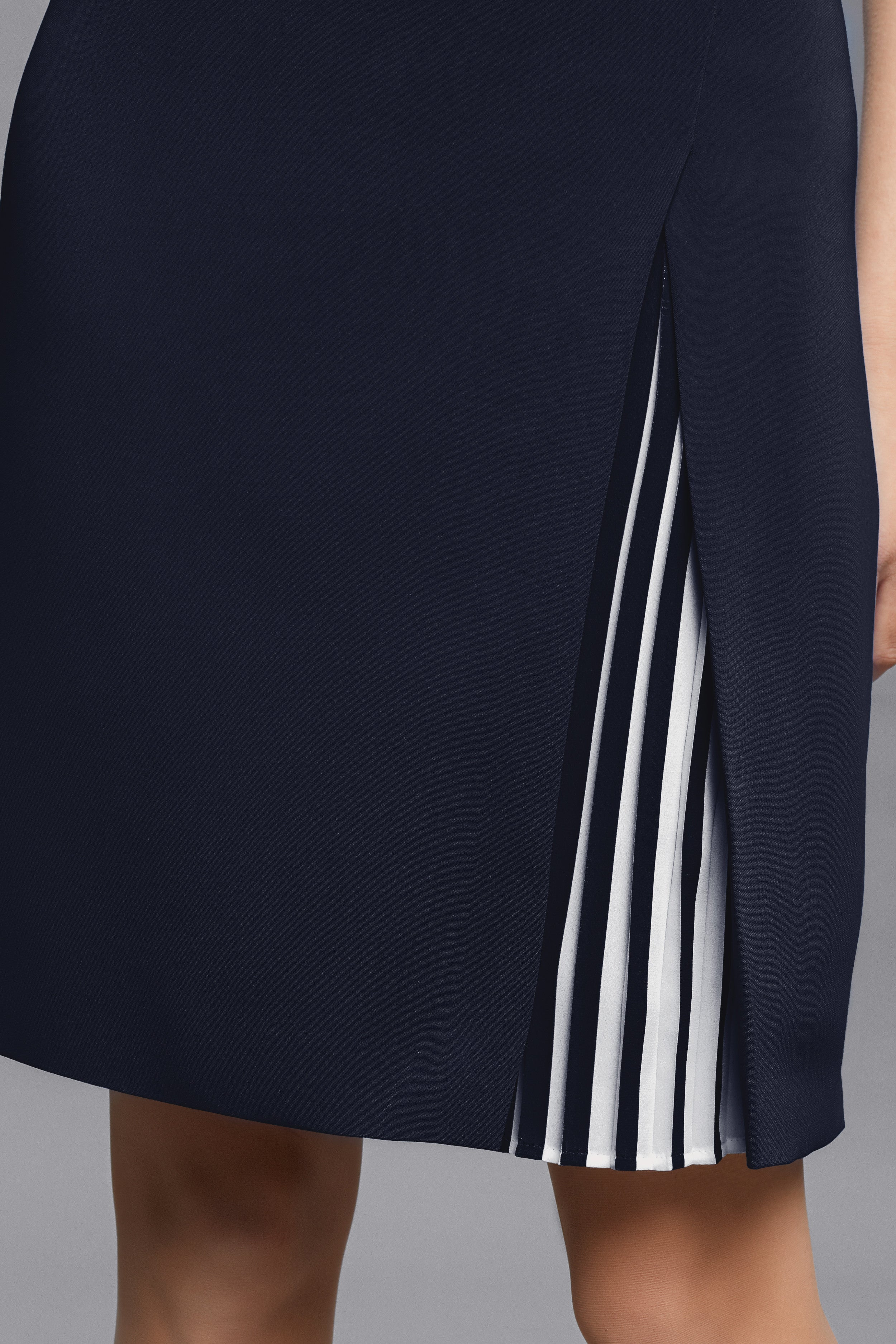 Stretch-Crepe Dress With Capped Shoulder And Pleated Deatail In Midnight Blue