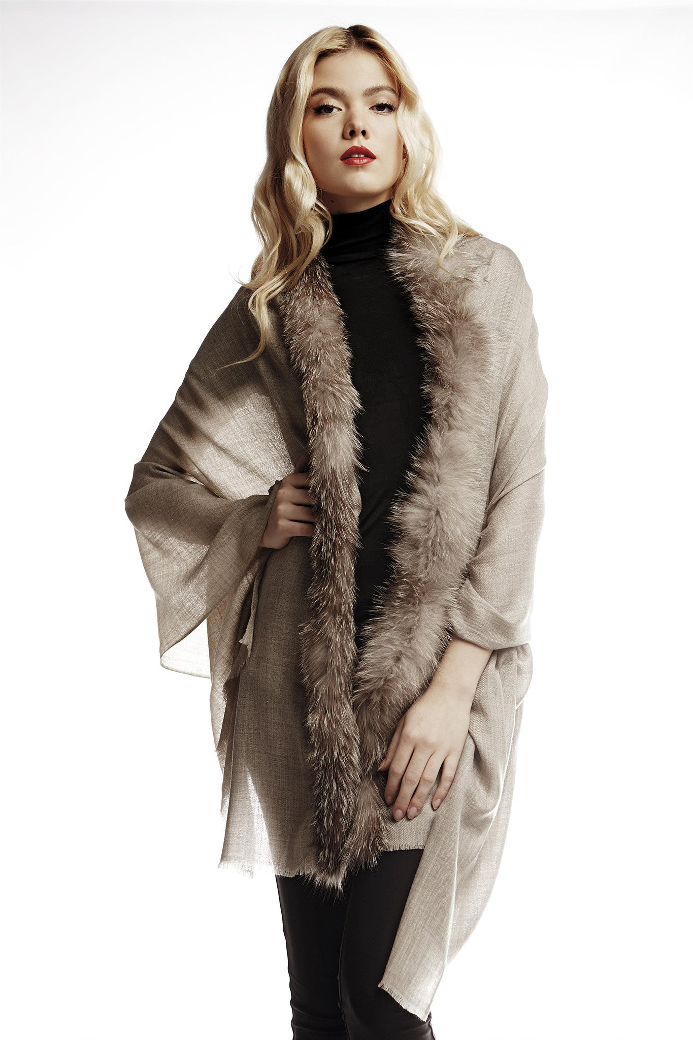 Cashmere and silk shawl with real fur trim