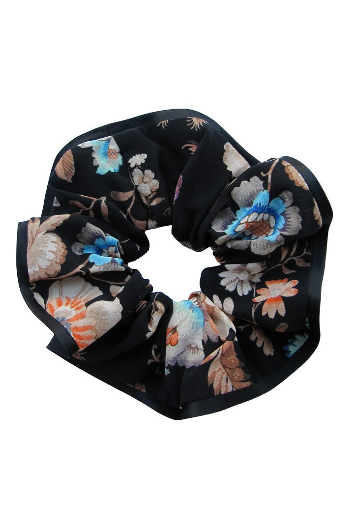 Silk scrunchie with oriental floral print in black