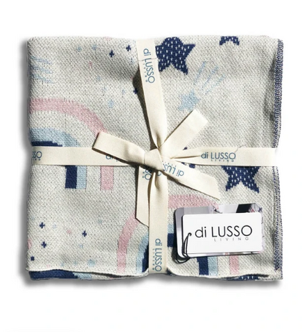 Your baby will have sweet dreams when cocooned in the Sweet Dreams blanket by Di Lusso. Super soft and crafted from cotton, it features a sun and moon motif