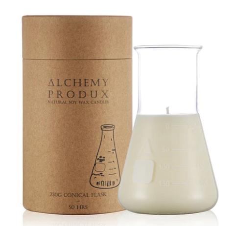 Get a whiff of this insanely yummy Seagrass & Vetiver candle! Set in a chemistry beaker, this range by Alchemy are about mixing a Science vibe with incredible scents.