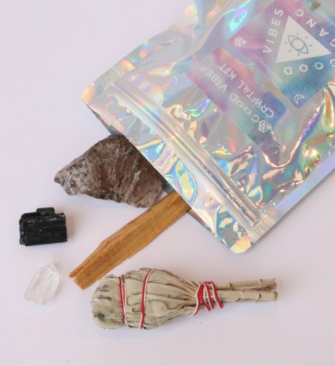 Say Ciao to bad vibes and HEY to good vibes with this Good Vibes Crystal Kit By Good Vibes Gang! Moving house, starting a new job, getting hitched or travelling? Bring on the good vibes with this kit!  Responsibly sourced crystals blessed with reiki and good vibes and hand packed in Melbourne, Australia.