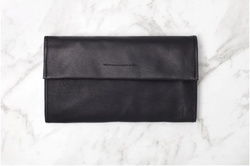 The chic classic Arlo leather wallet from Ovae is made for the 'no fuss' minimalist wallet lover.