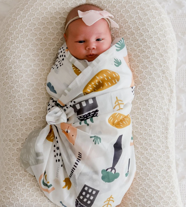 This gender neutral Asher Animals Muslin Wrap is crafted from the softest cotton and features adorable animal motifs.