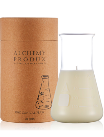 Get a whiff of this insanely yummy Lychee & Black Tea candle! Set in a chemistry flask, this range by Alchemy are about mixing a Science vibe with incredible scents.
