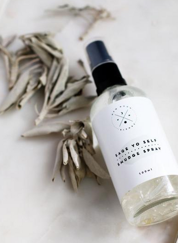 Sage yo self smudge spray by New Moon Blends is an alternative to burning sage. The blend of white sage oil, palo santo, ylang ylang & lavender oil creates a calming clear space.
