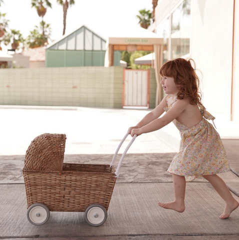 We are obsessed with this Natural Strolley by Olli Ella!  It's a new kind of convertible, one that goes from being a pram/ buggy/ stroller to a trolley with just a flip of a lid.
