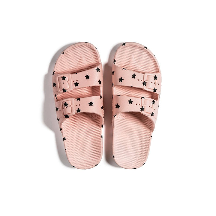 TheSupercool is super stoked to welcome the epic Freedom Moses brand to the family!   Whether at the beach or just hanging out, the BABY STARS KIDS SLIDES are 100% vegan & recyclable, promoting a chill lifestyle while not harming Mama Earth.