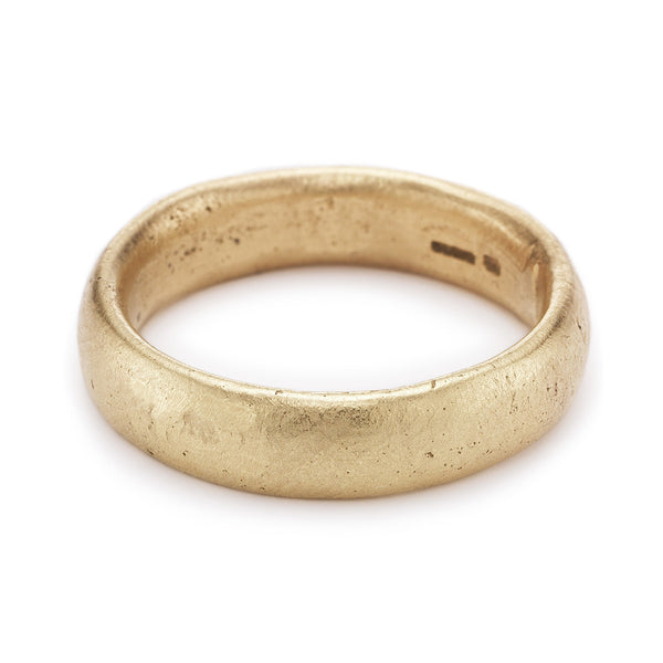 6mm textured yellow gold men's wedding band by Ruth Tomlinson, handmade in London