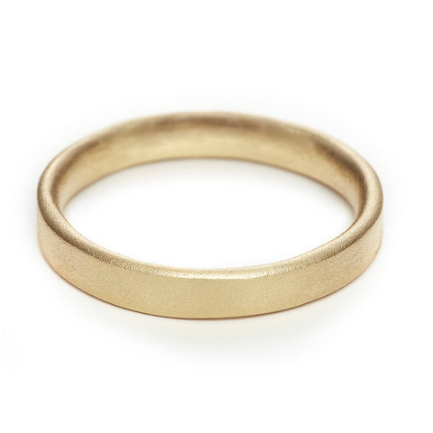 Matte yellow gold 4mm men's wedding band by Ruth Tomlinson, handmade in London