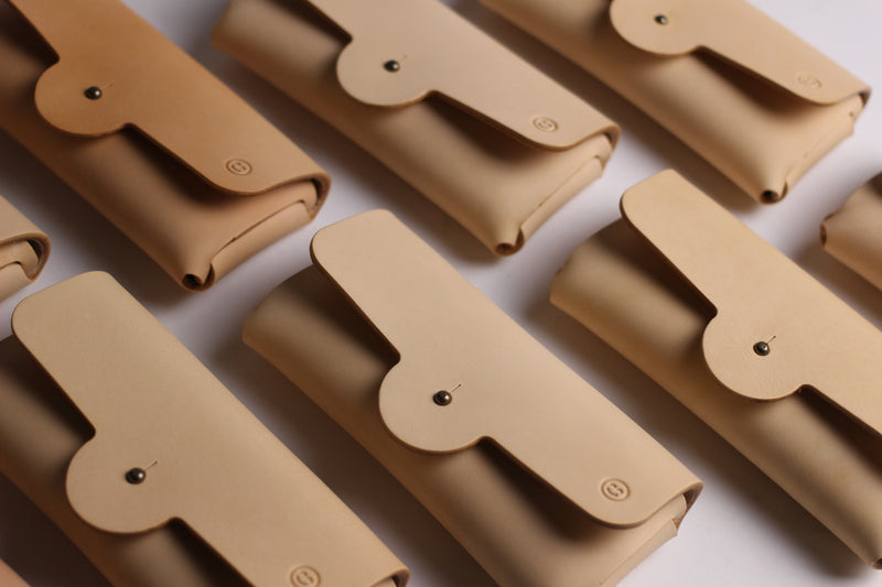 LIMITED - Tab Eyewear Case - natural Italian leather
