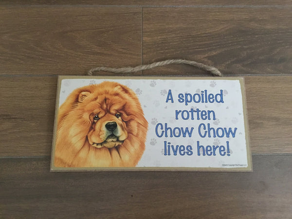 Sign with an image: A spoiled rotten Chow Chow lives here!