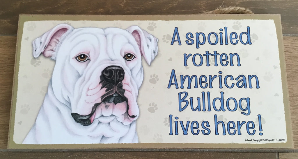 Sign with an image: A spoiled rotten American Bulldog lives here!