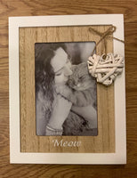 Photo Frame in White with wooden framing of photo 10 x 15cm. Has a wicker heart with Meow for Cat. Great for the Avid cat lover.