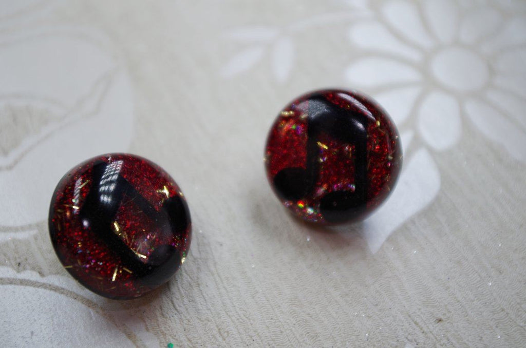 Musical Dame (Red) v2 – 25mm Flat Top Dome Earrings