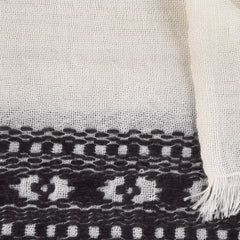 black and white himalayan cashmere scarf zoom
