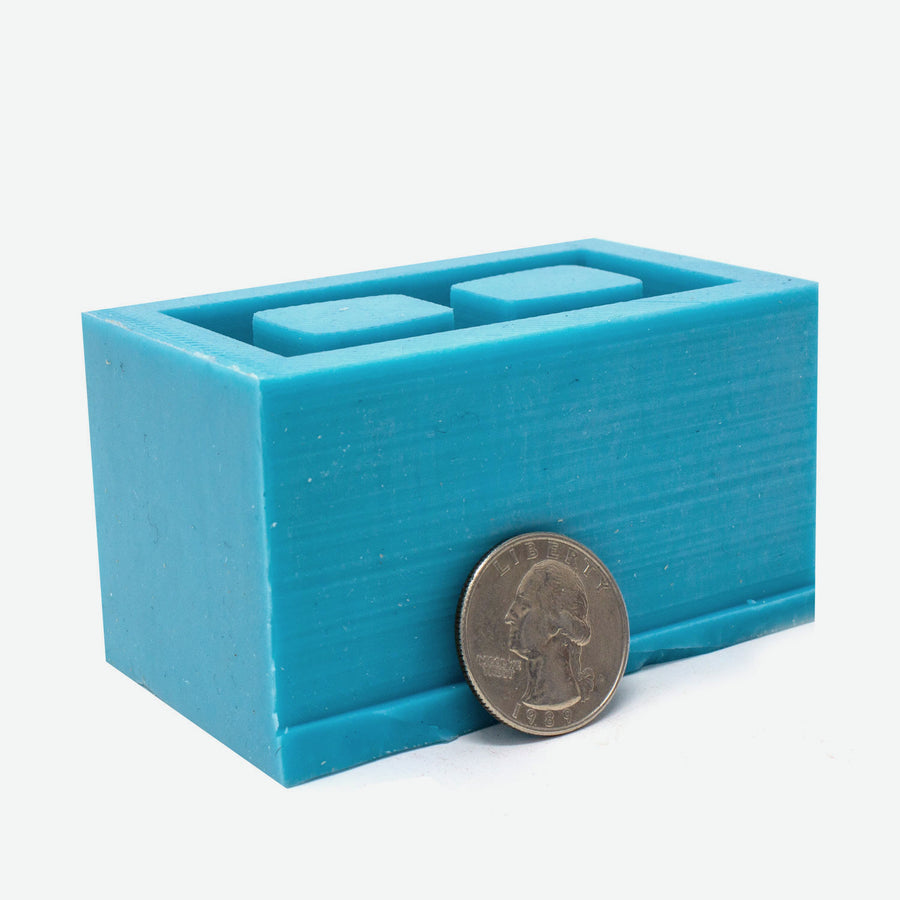 1:6 scale cinder block mold that makes one piece. Made of turquoise silicon.