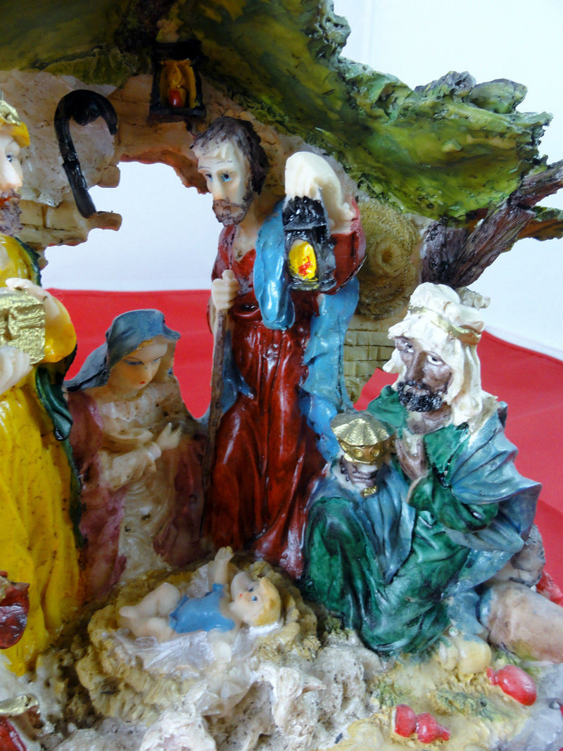 7 PIECE NATIVITY SET SCENE CRECHE STABLE AND FIGURES  WL-39