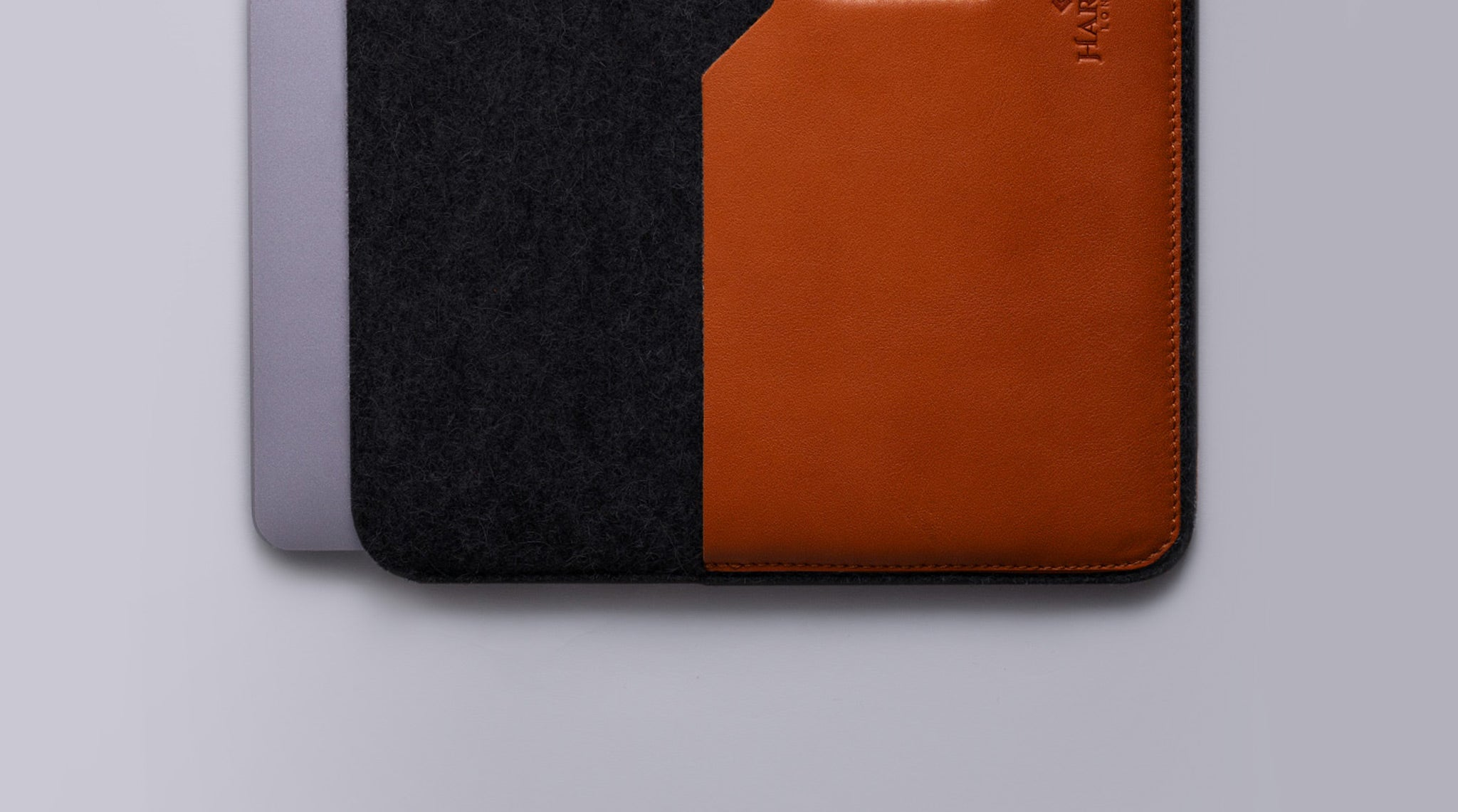 Leather Macbook sleeve felt