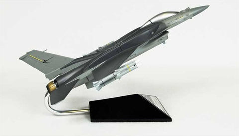 Lockheed Martin F-16C Falcon Block 60 1/40 Scale Model
