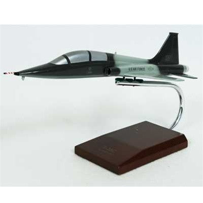 Northrop Grumman T-38C Talon USAF 1/48 Scale Model