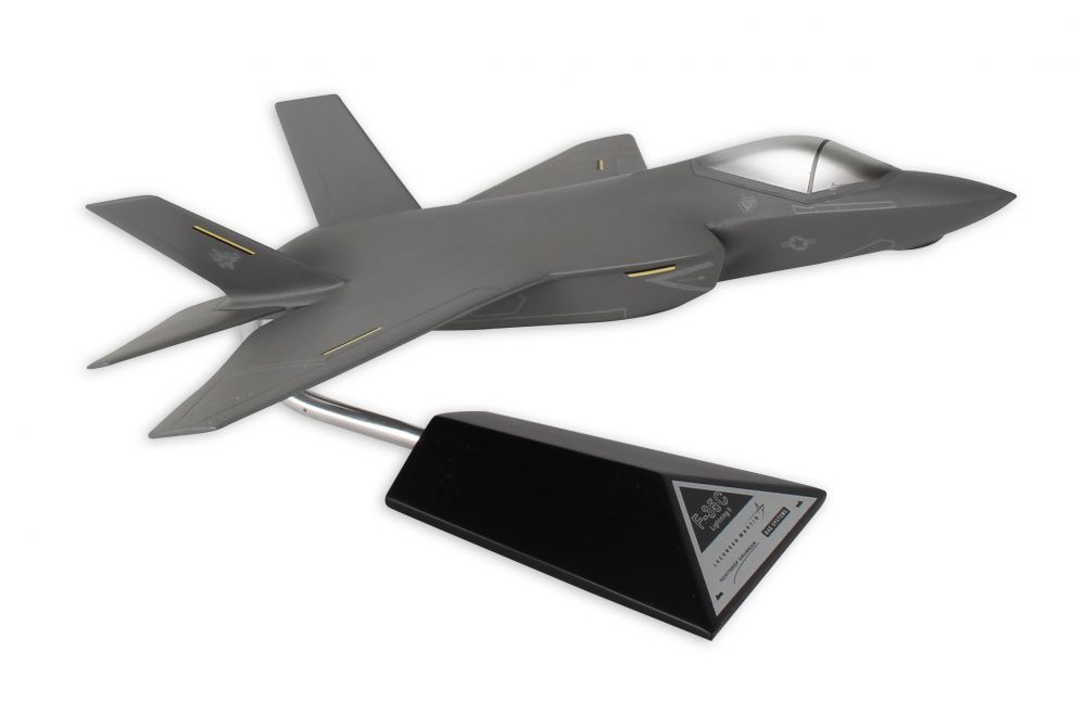 Lockheed Martin F-35C JSF/CV USN 1/48 ScaleDesktop Model