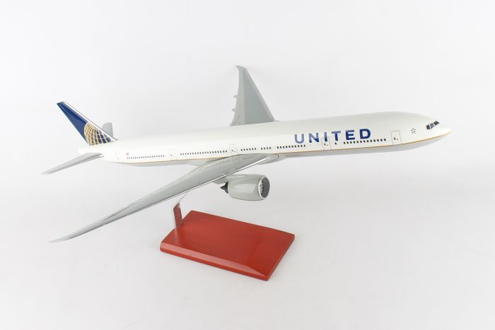 United Airlines Boeing 777-300 1/100 Scale Model