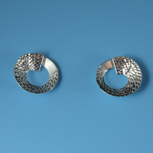 6630 - 18mm Swirl Sparkly Diamond Cut Post Earring