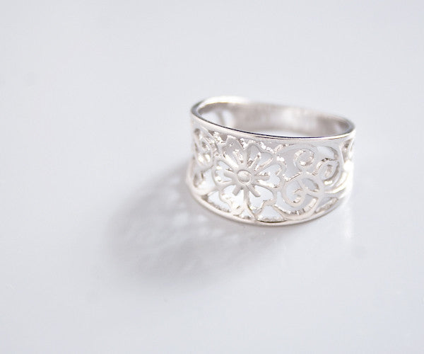 R44 - Flower Design Ring