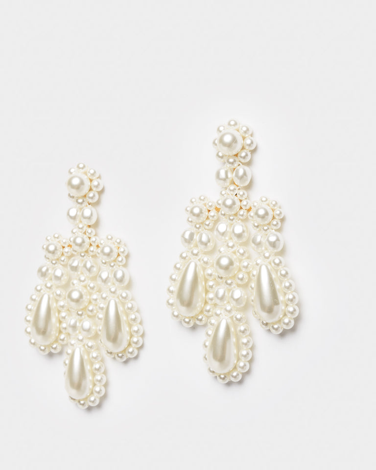 Chandelier Earrings in Pearl