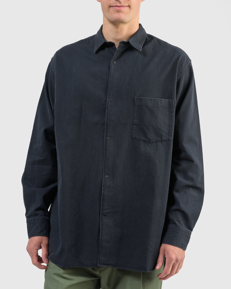 Wide Body Herringbone Shirt in Black