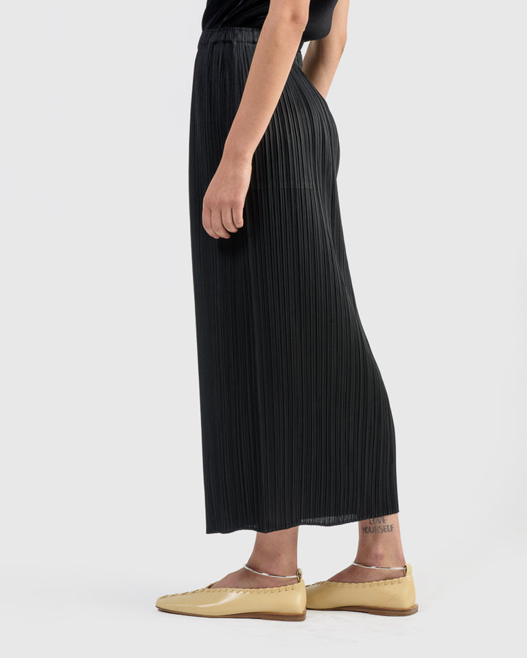 Basics Skirt in Black