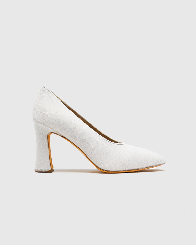 Isa Pump in White