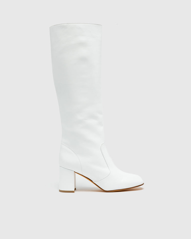 Lune Boot in White