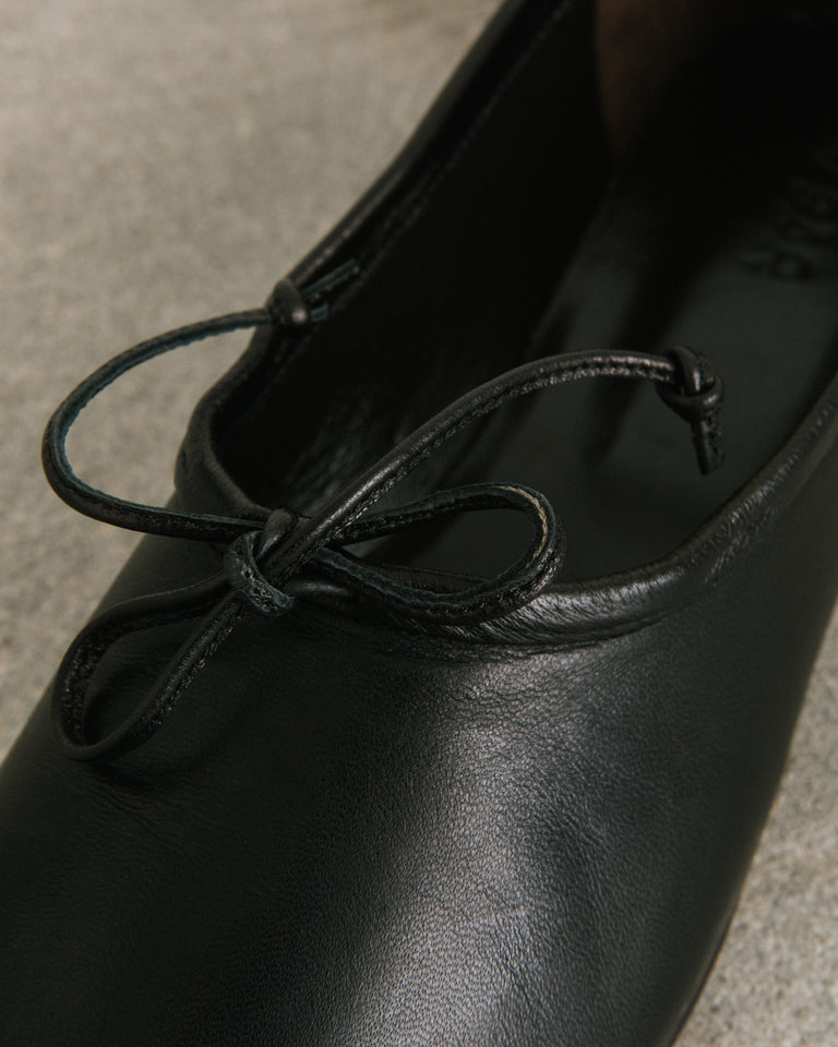 Agnes Leather Flats in Black