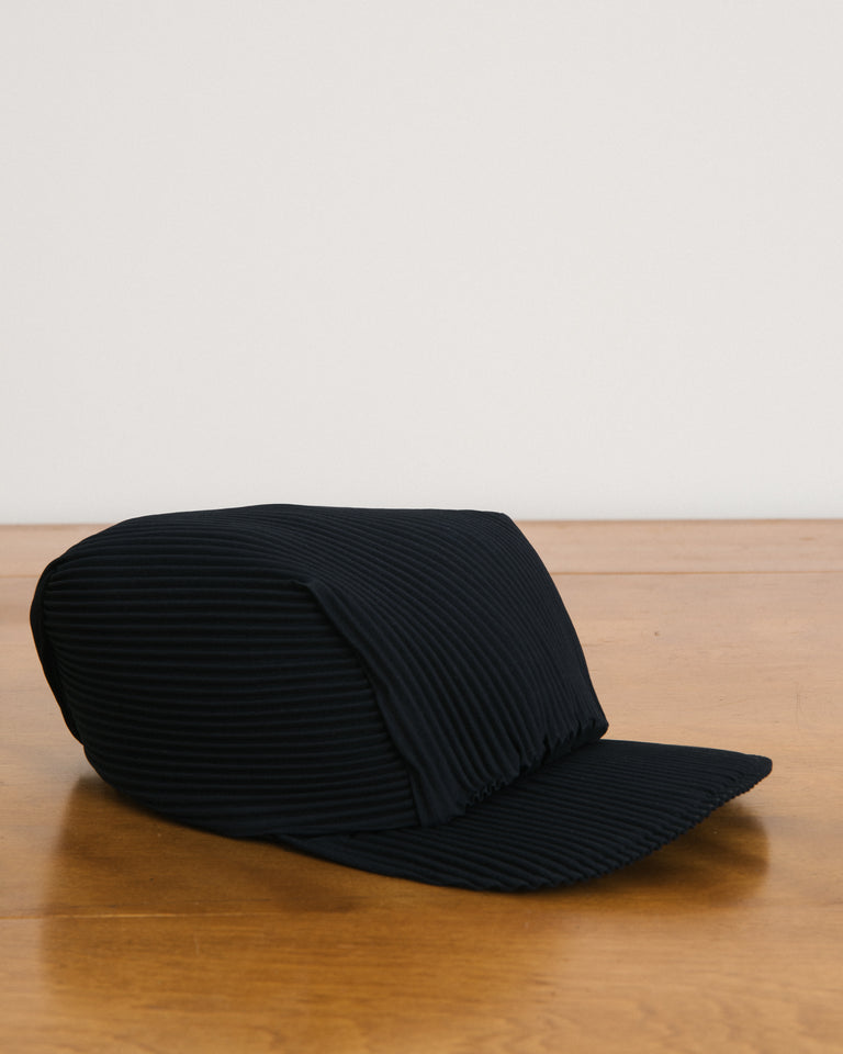 Pleats Cap in Black