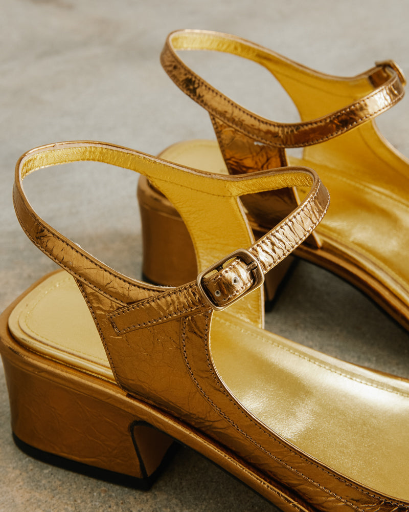 Sandal in Gold