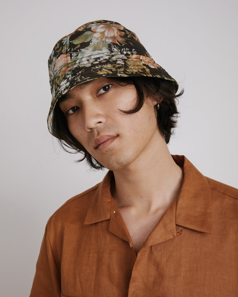 Gillian Bucket Hat in Dark Floral
