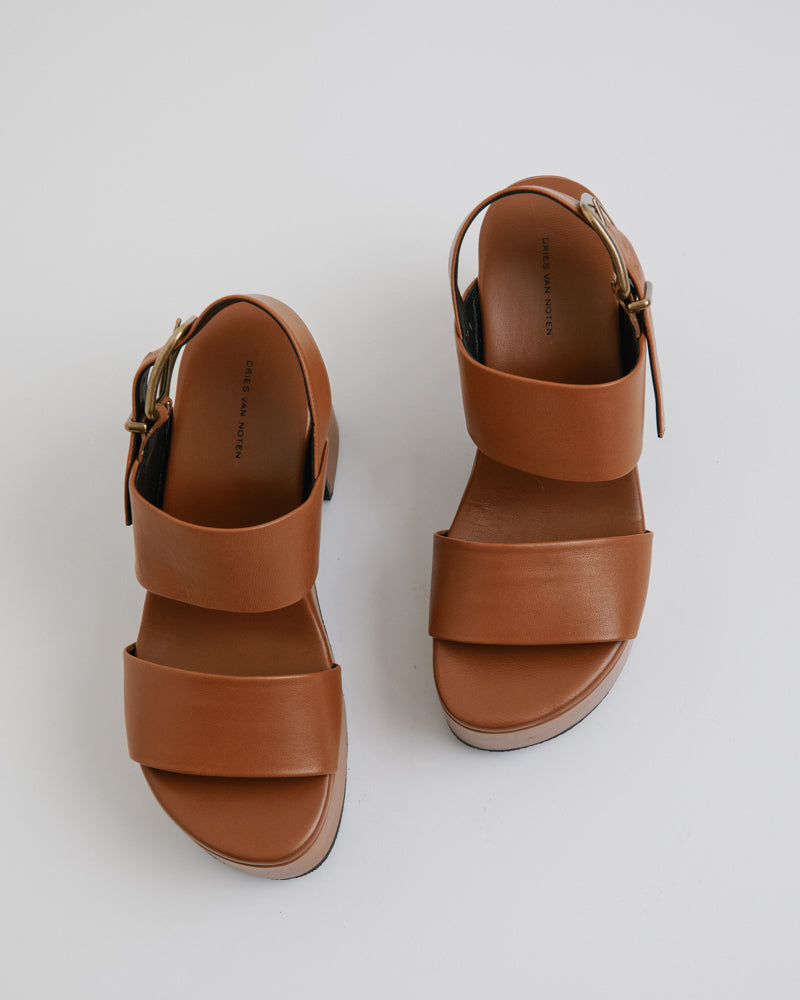 Sandal in Tan