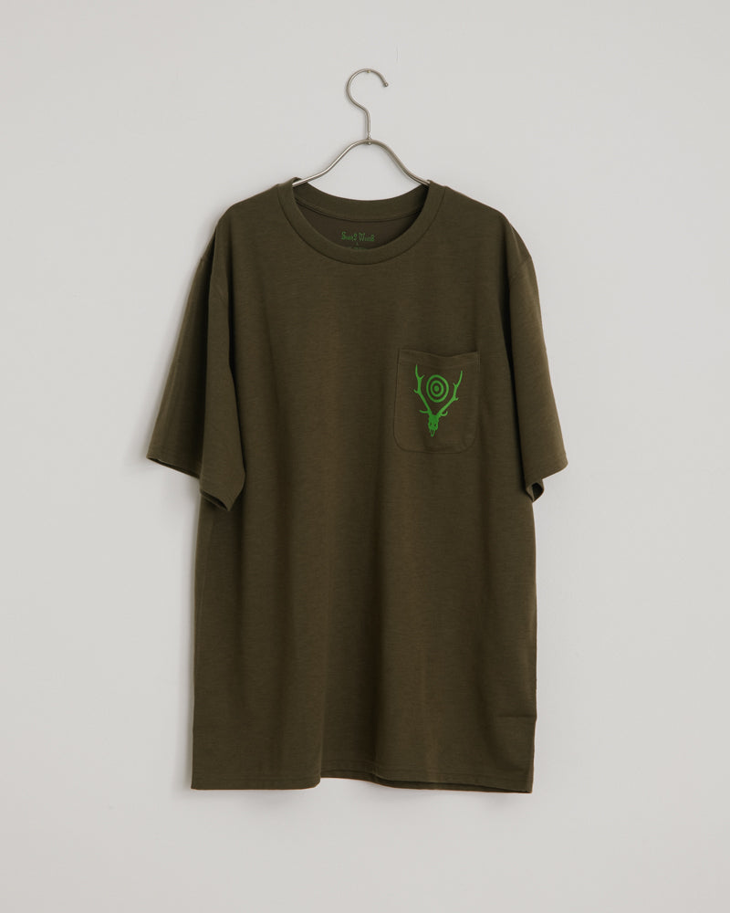 Short Sleeve Round Pocket Tee in Olive