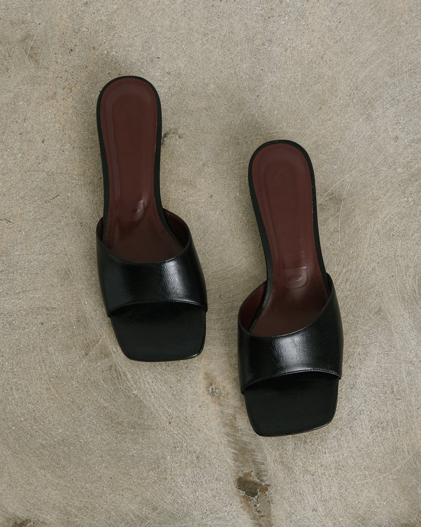 Simon Mule in Black