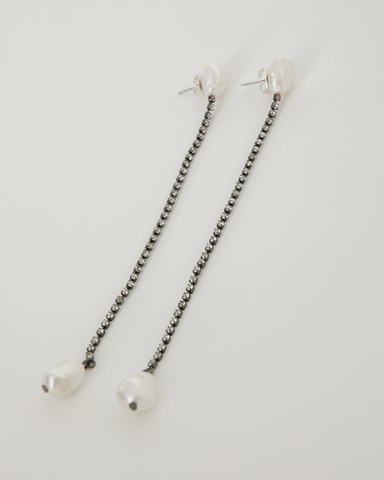 Shiso Earring in White Pearl