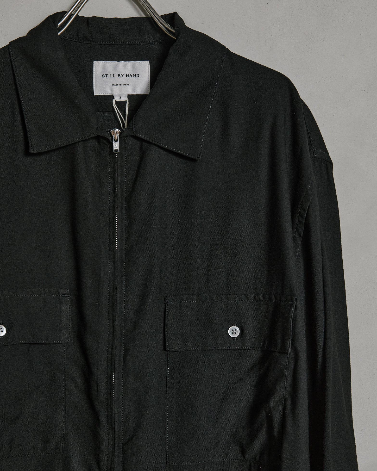 W Pocket Zip-up Shirt in Black