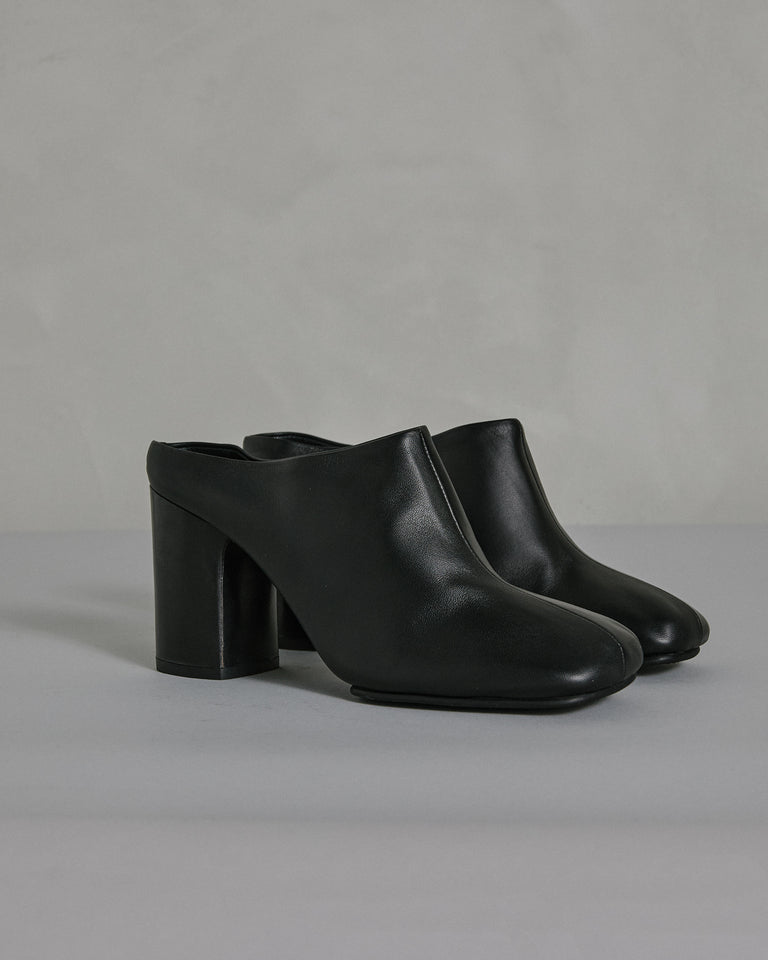 Bathy Mule in Black