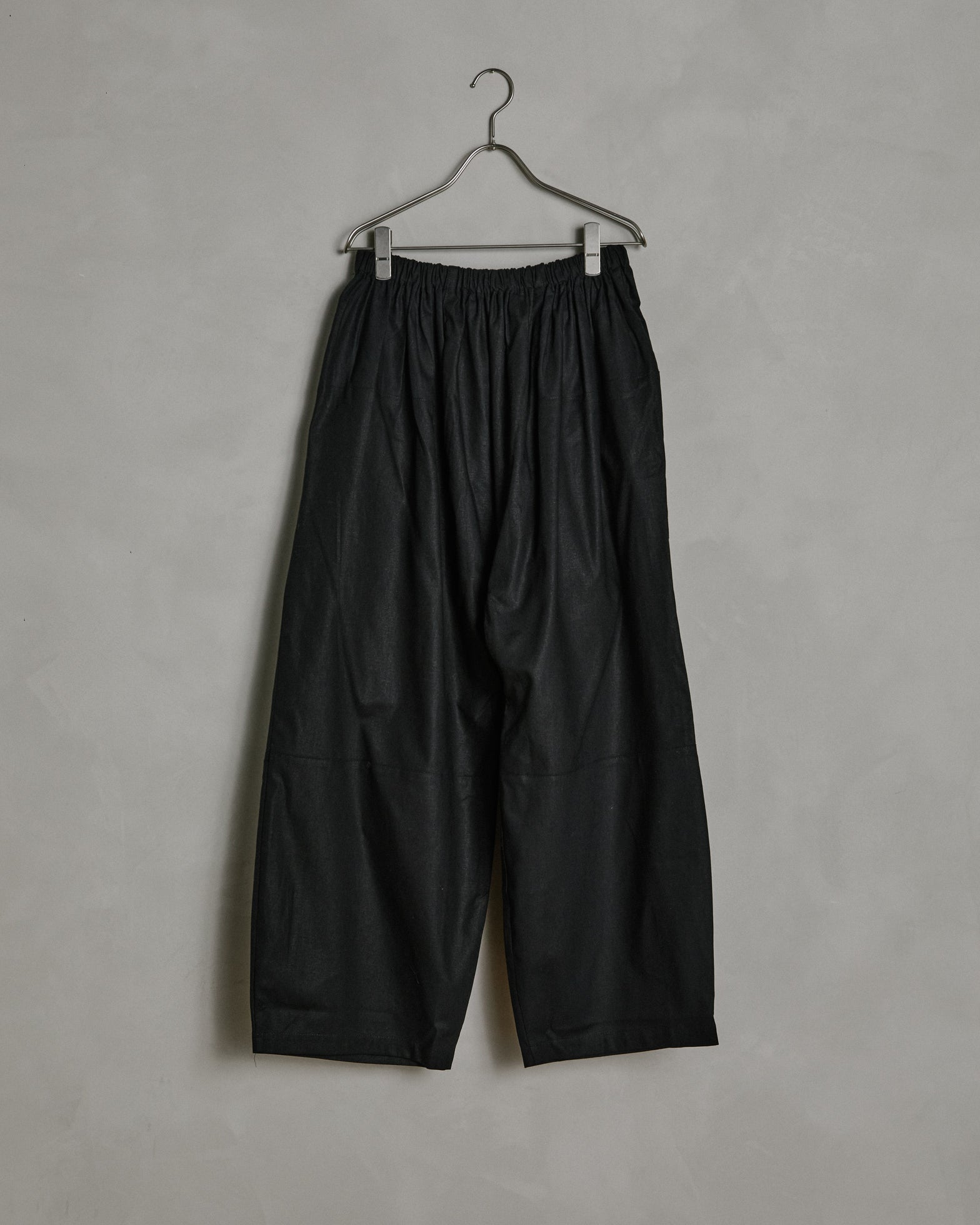 Maryam Pant in Black