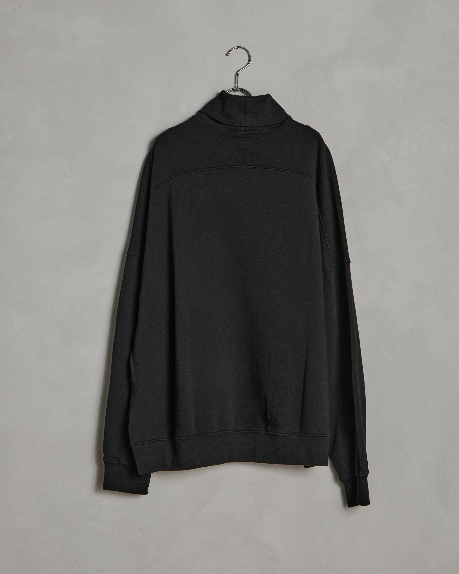 Turtleneck Sweatshirt in Black