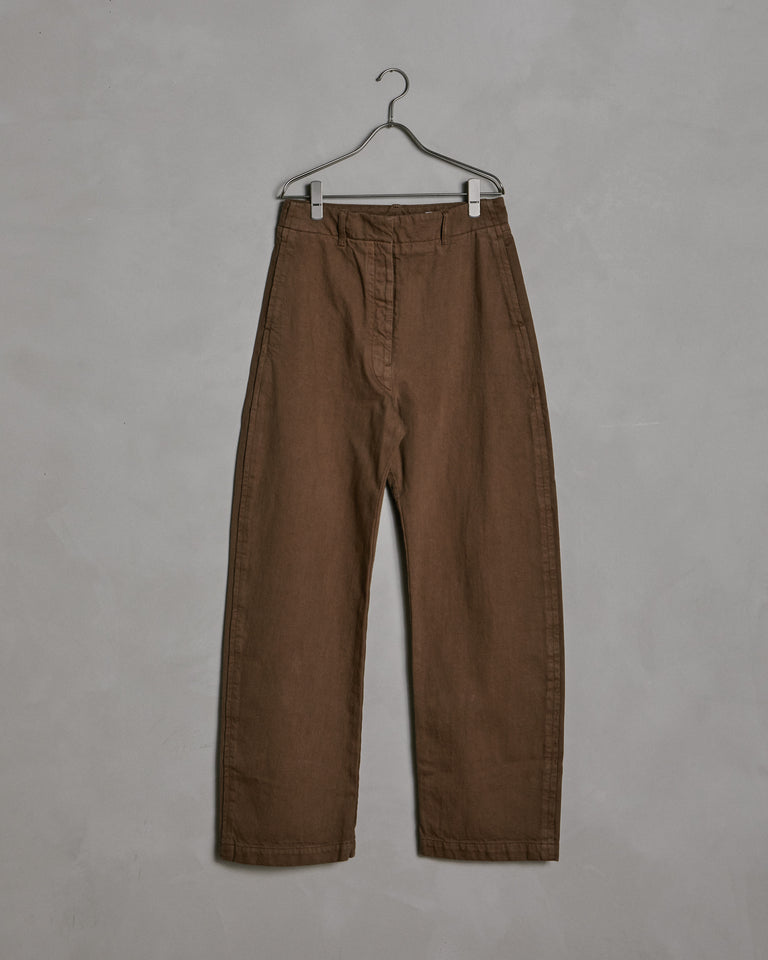Curved Pants in Bronze Brown