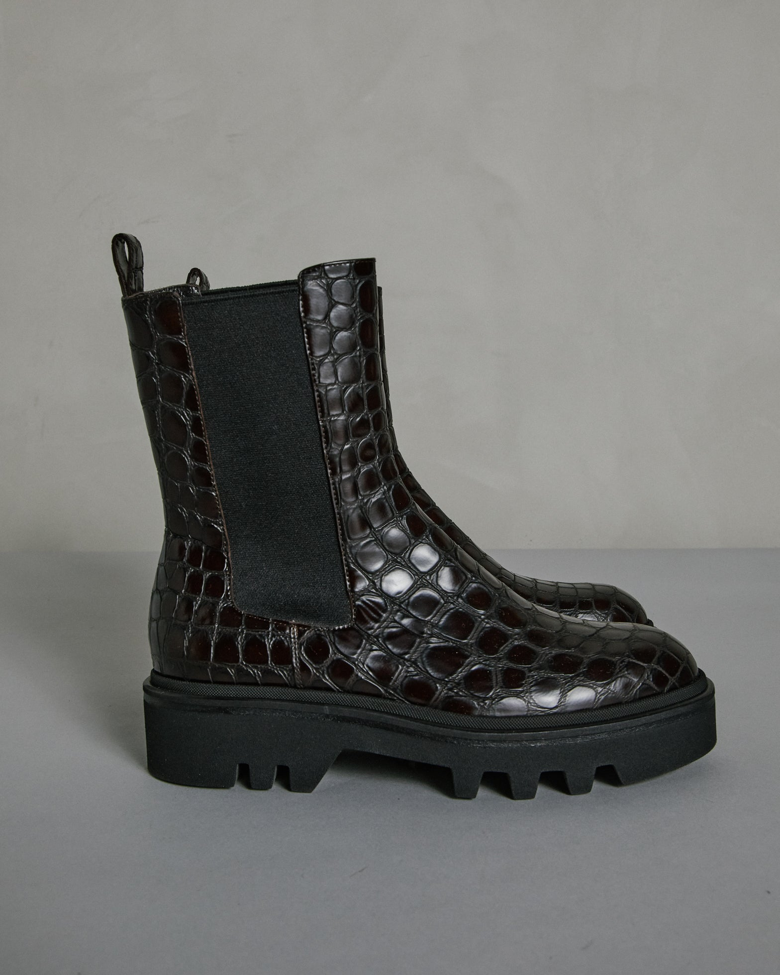 WW202/049 Boot in Dark Brown