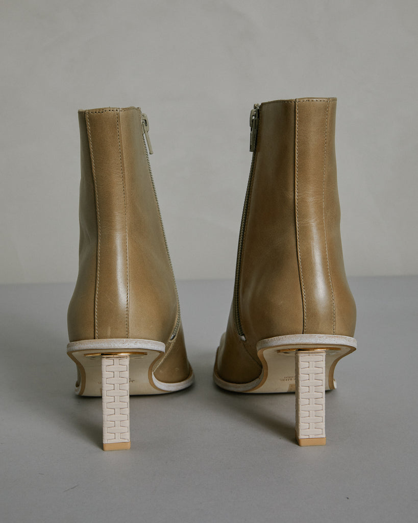 Les Bottes Carro Basses in Beige