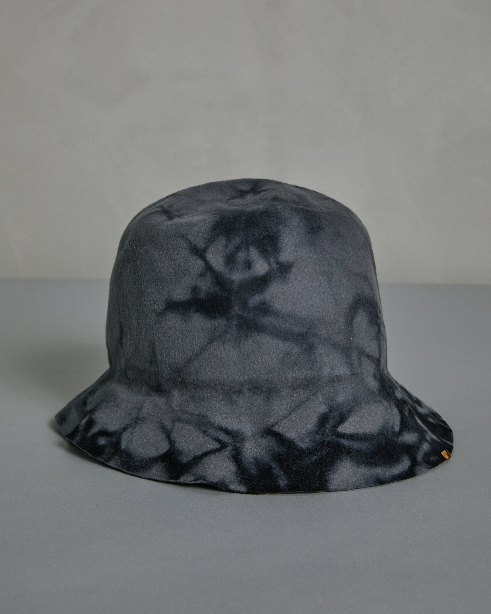 Miracolo Dye Bucket Hat in Black